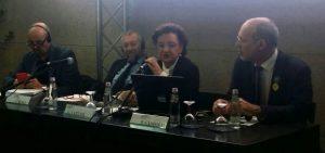 I relatori al tavolo: Claudia Cattani (Presidente di Rete Ferroviaria Italiana), On. Paolo Gandolfi (relatore del disegno di legge quadro sulla ciclabilità), Prof. Giulio Senes (Presidente della European Greenways Association), Paolo Piacentini (Direzione Generale del Turismo del MiBACT)